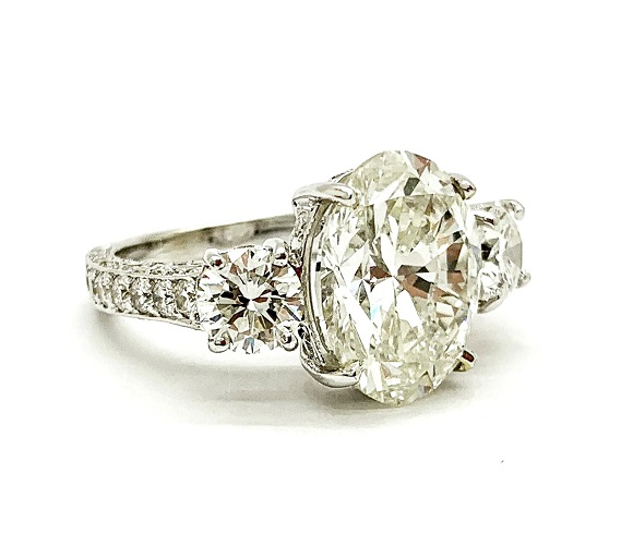 Oval Brilliant 4.51 carat Diamond 18K Ring